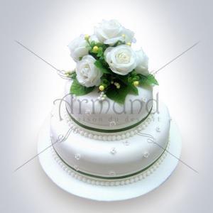 Tort Elegant cu trandafiri albi naturali