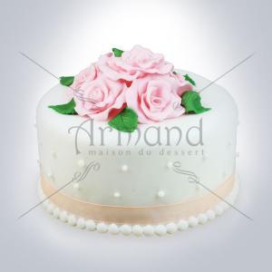 Tort cununie alb cu trandafiri roz si perle