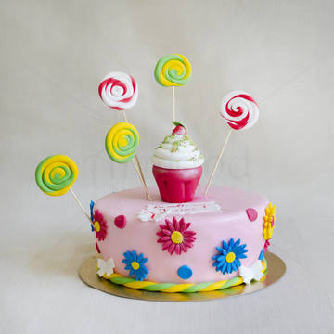Tort roz Margarete, cupcake si acadele