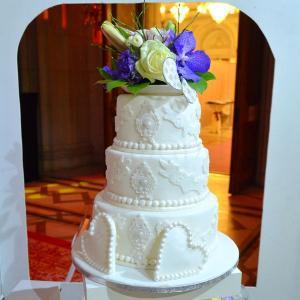 Tort de nunta Alb regal