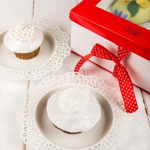 Cutie rosu cu alb 4 cupcake-uri