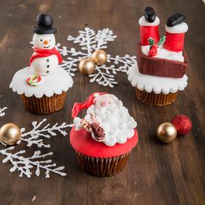 Colectia cupcakes iarna opera lui Mos Craciun