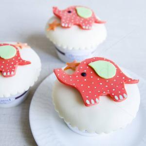 Cupcake Elefantel cu buline