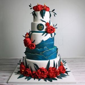 Tort de nunta bujori rosii