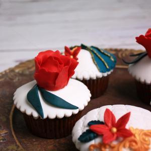 Colectie cupcake bujori si flori rosii
