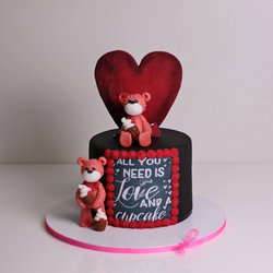 "Tort Teddy Bears ""All you need is love and a cupcake"""