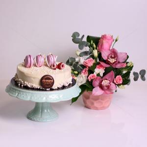 Pachet cadou Lavender Flavour si aranjament floral Pasteluri Delicate