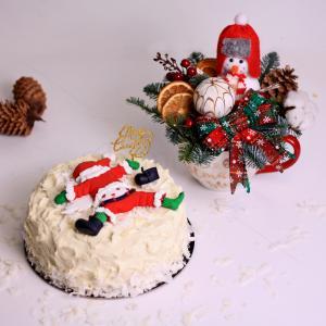 Cadou Craciun tort cu mere coapte si aranjament decorativ