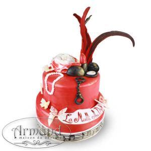 Tort Rosu cu accesorii