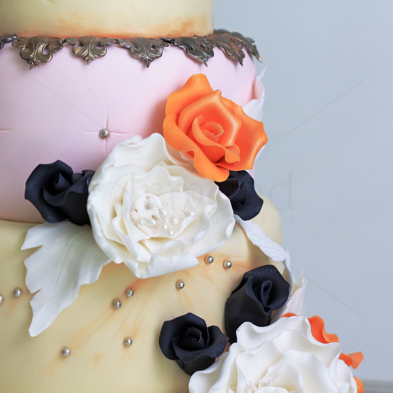 Tort de nunta vintage Black roses