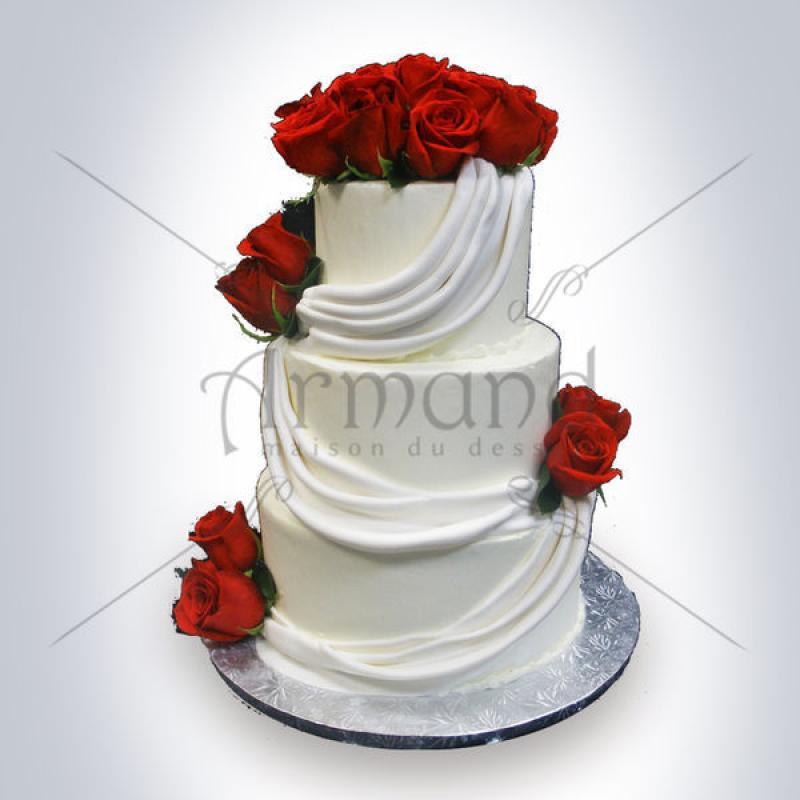 Tort Alb cu falduri si trandafiri rosii