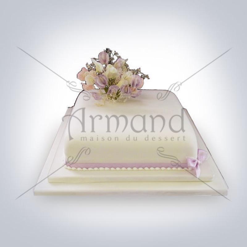 Tort Alb cu buchet de flori