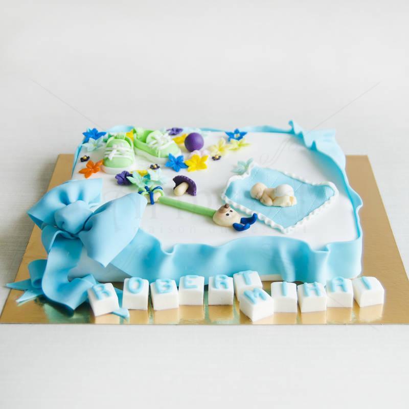 Tort Bebelus si figurine botez