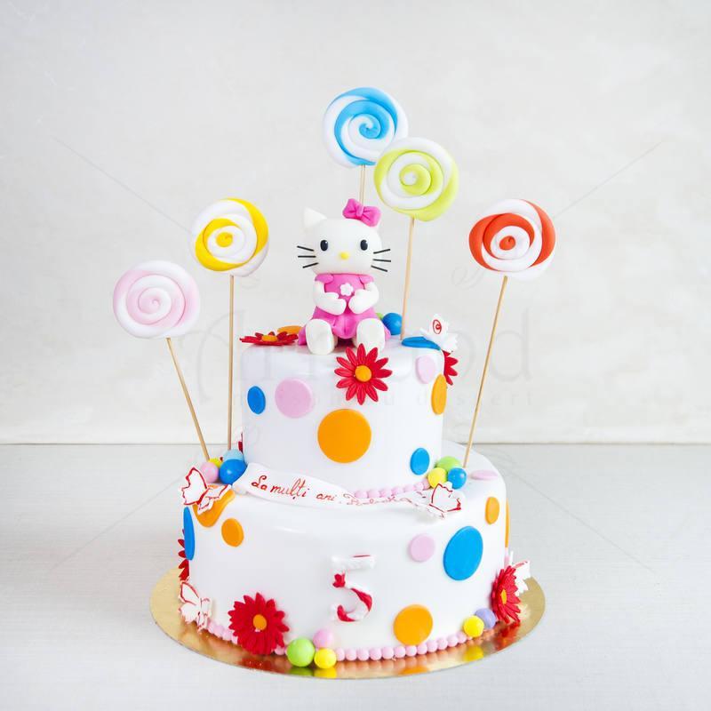 Tort alb de botez Hello Kitty si fluturii