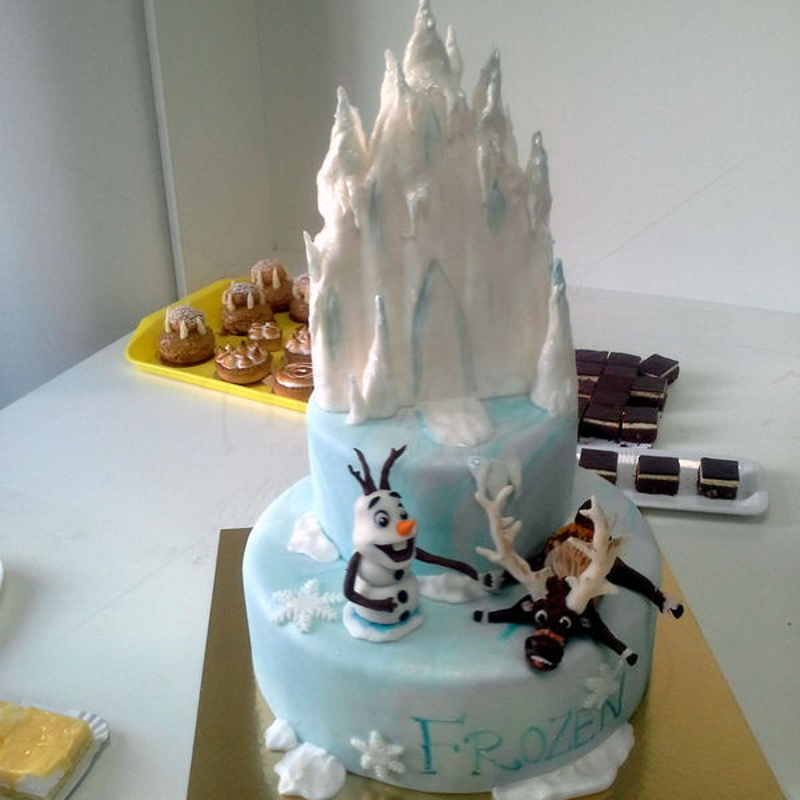 Tort Frozen Olaf si Swen