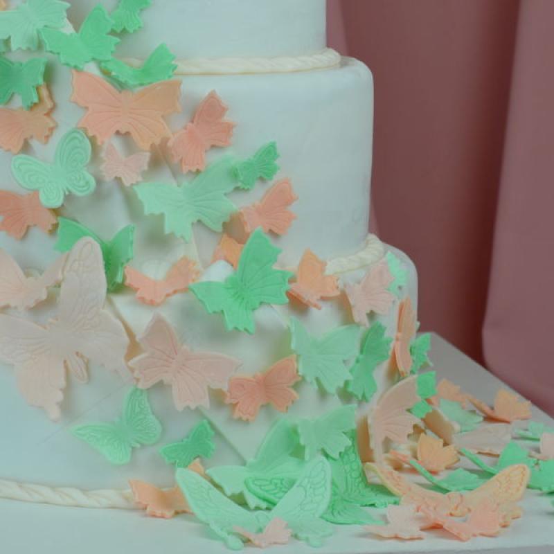 Tort de nunta Ceainicul fluturilor