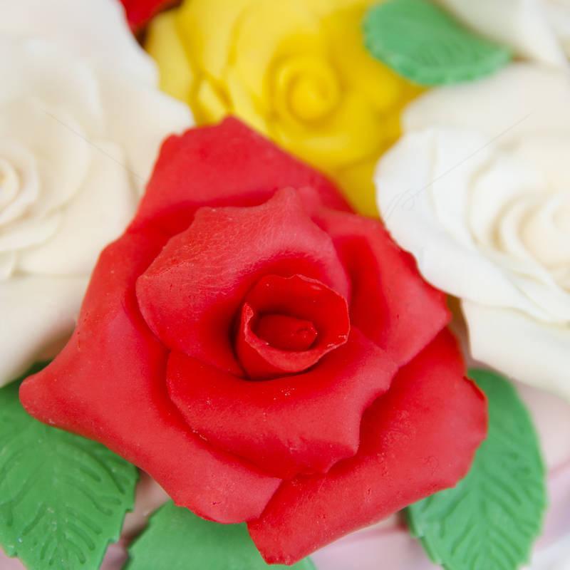Tort  Cos cu trandafiri