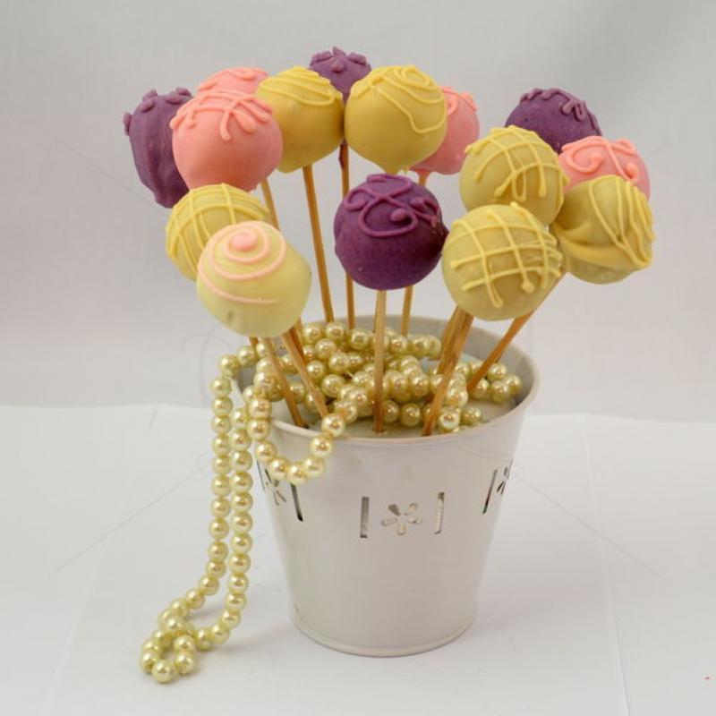 Cake Pops-uri roz, lila si crem