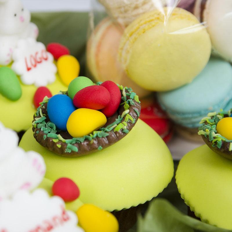 Pachet cadou Cupcake-uri si macaron Paste