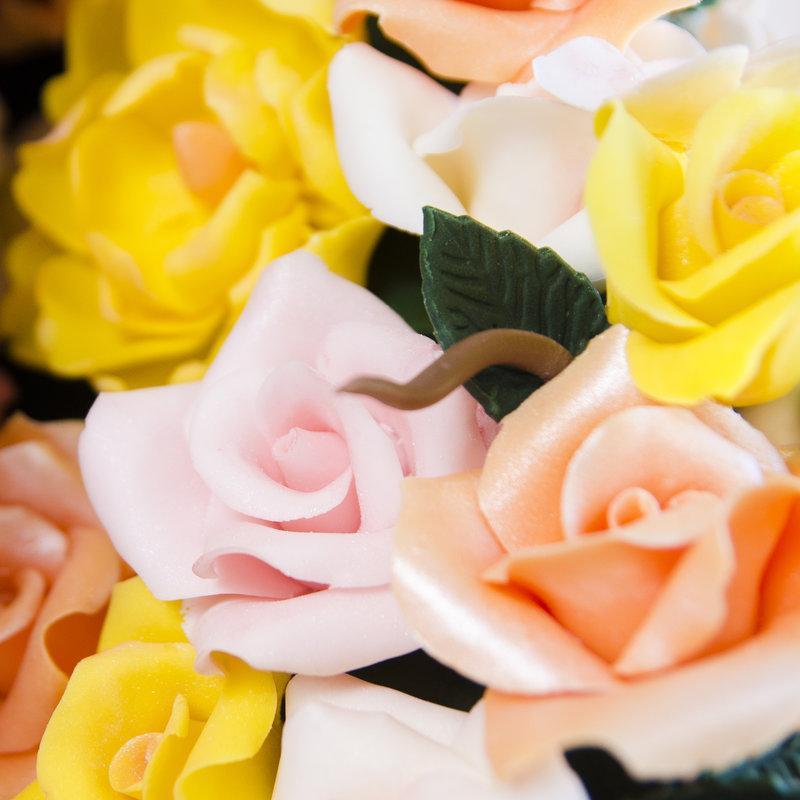 Tort de nunta Despicat cu flori