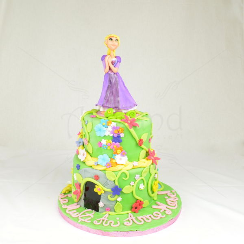 Tort Rapunzel si flori colorate