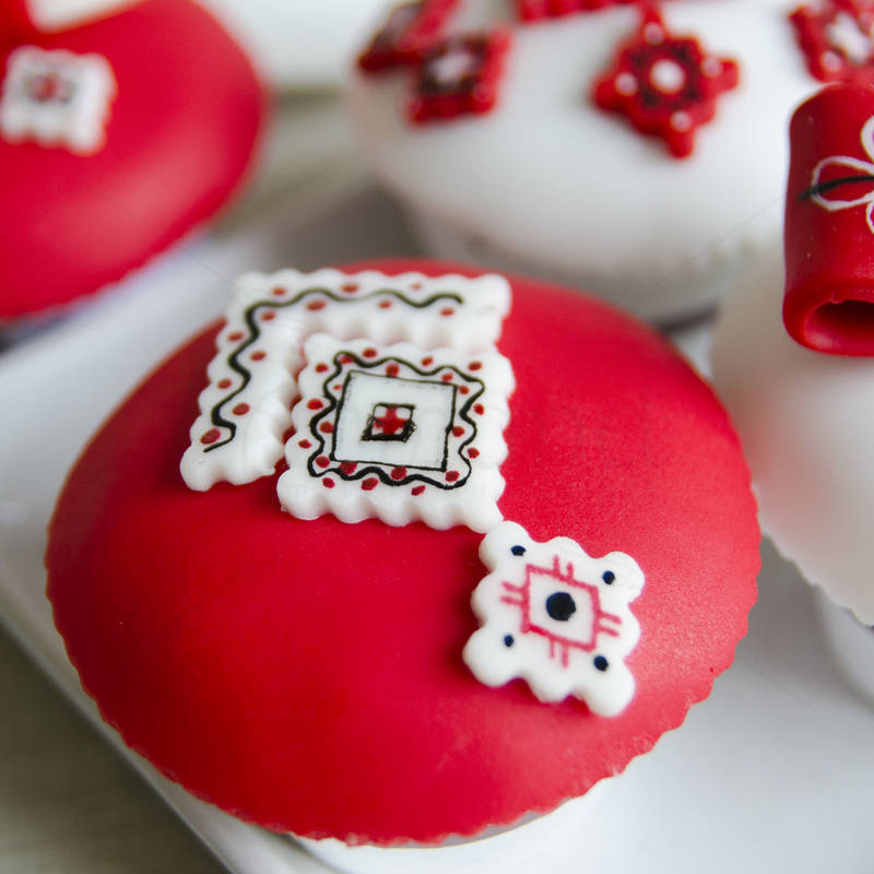 Cupcakes motive traditionale romanesti