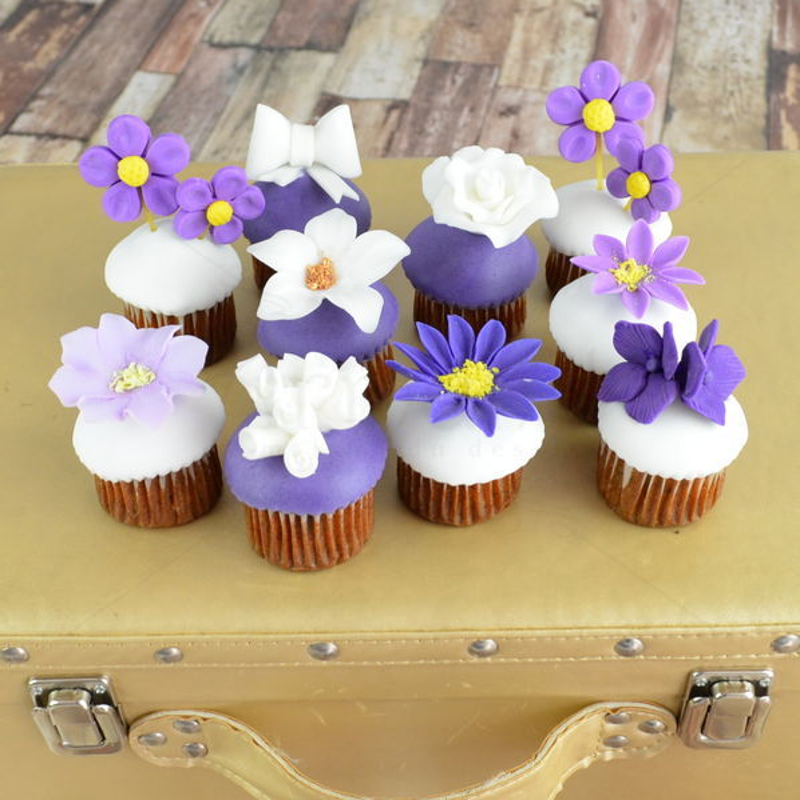 Mini cupcakes flori diverse