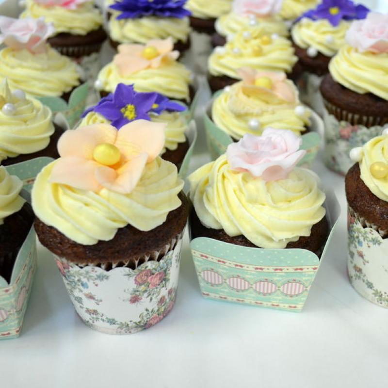 Cupcakes floricele colorate