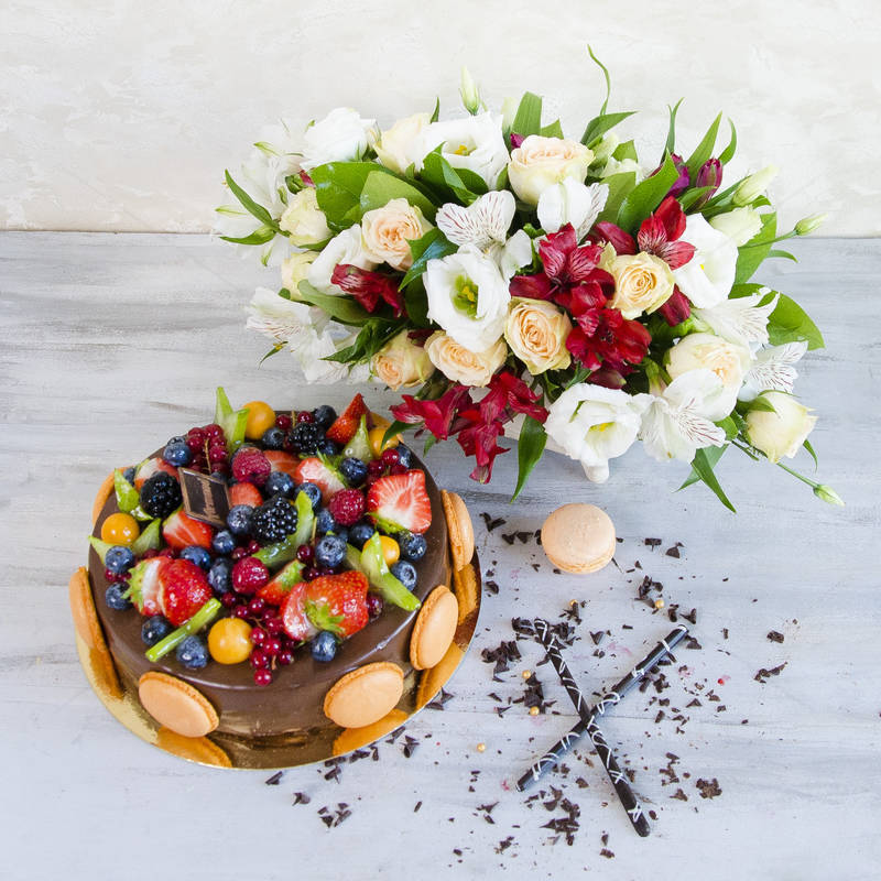 Pachet Cadou Chocolate Berry si Flori primavara