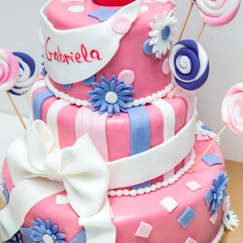 Tort Cupcake, acadele si flori colorate