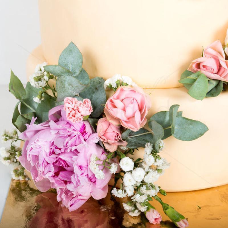 Tort nunta Bujori naturali