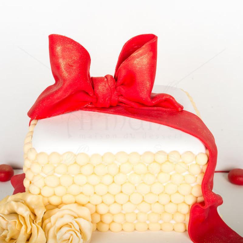 Tort Majorat elegant rosu