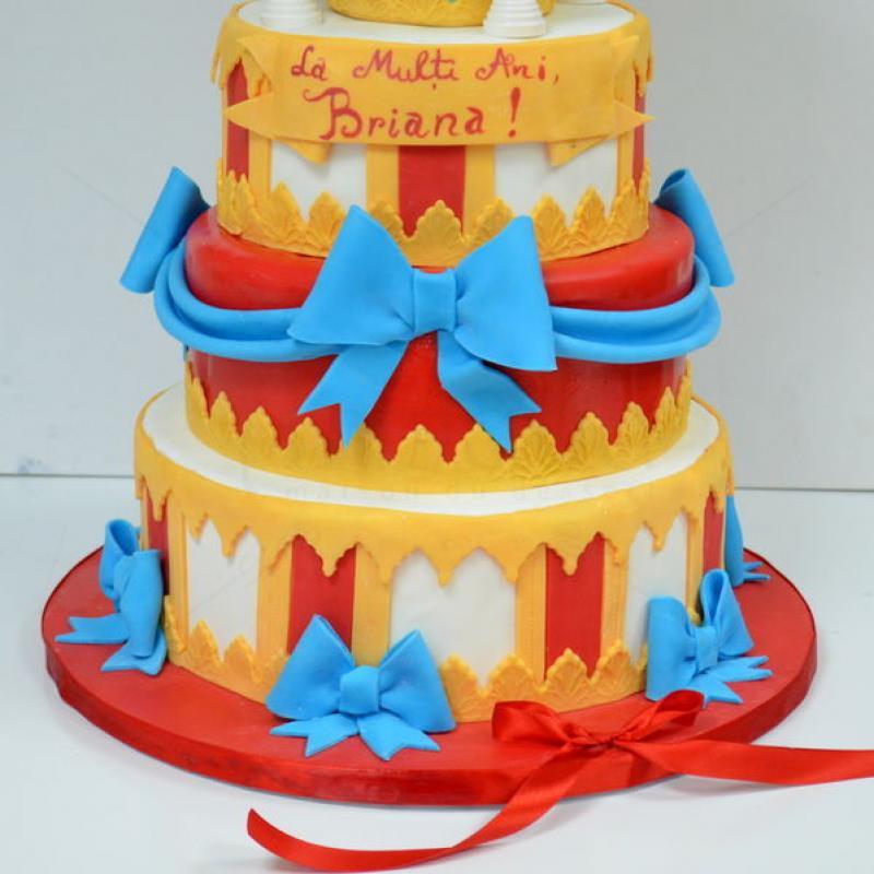Tort Carusel elegant pentru botez