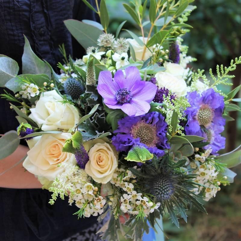 Buchet Floral Anemone si trandafiri