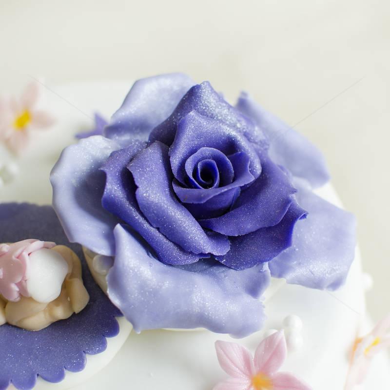 Tort botez Bebelus si trandafiri