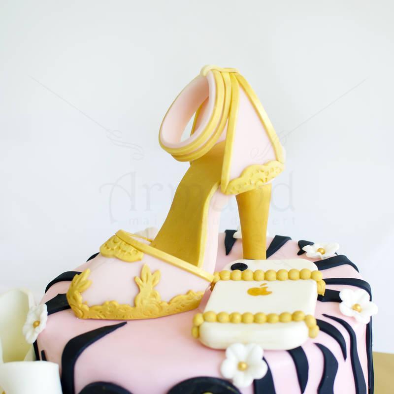 Tort Pantof elegant