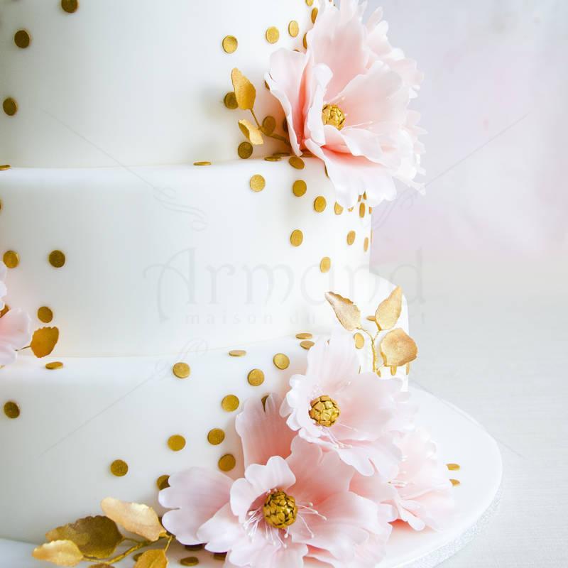 Tort nunta Flori roz pastel