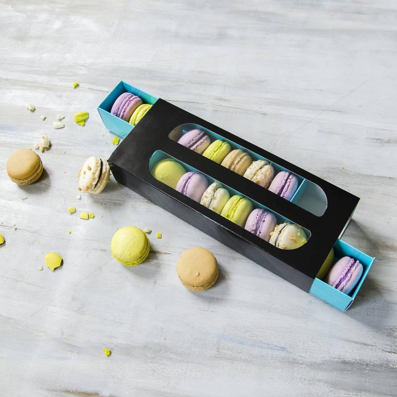 Cutie neagra 16 Macarons