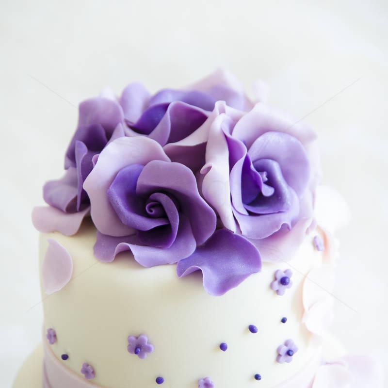 Tort petale flori mov lila