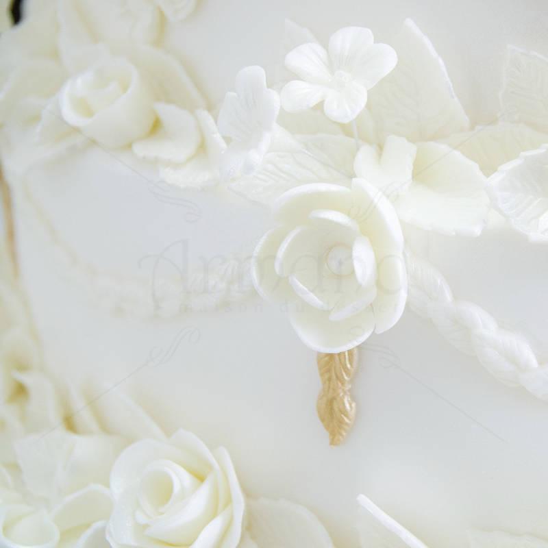 Tort de nunta 500 de trandafiri