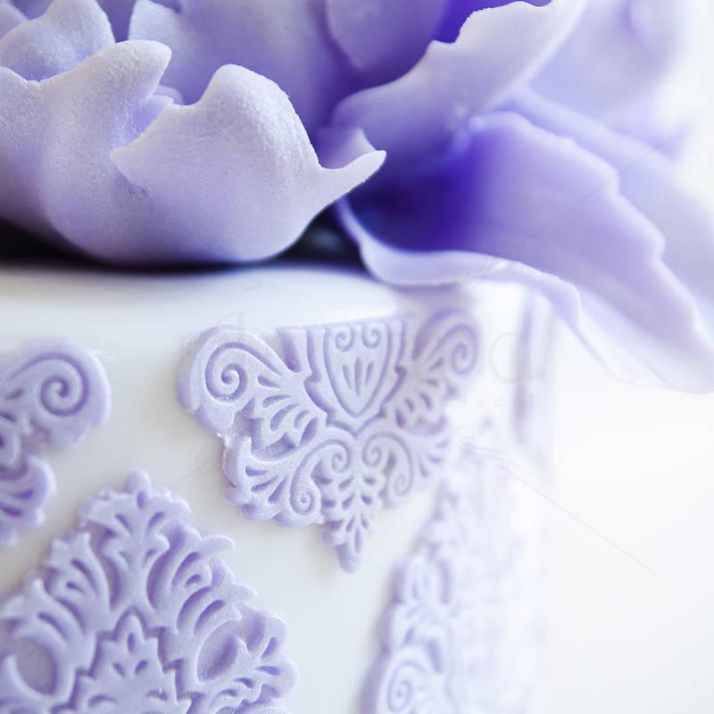 Tort Dantela si flori mov-lila