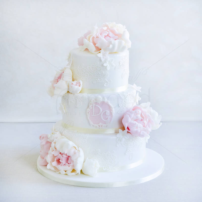 Tort Bujori eleganti si monograma