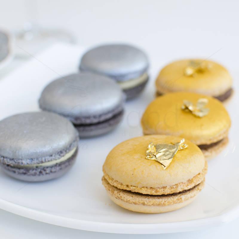 Macaron Auriu si argintiu