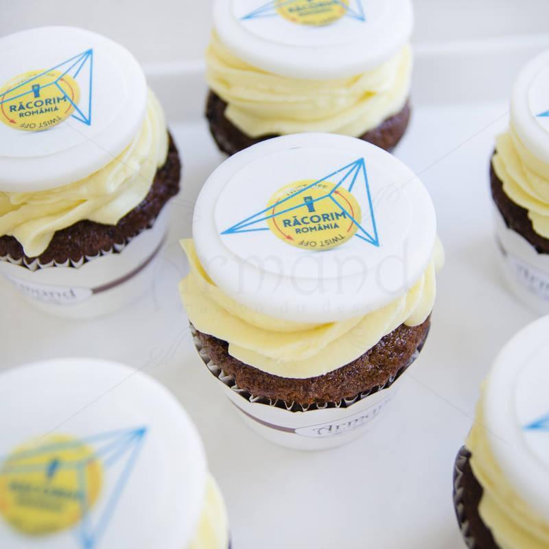 Cupcake logo Twist