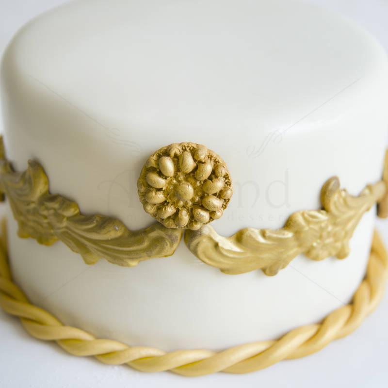 Tort Botez detalii aurii
