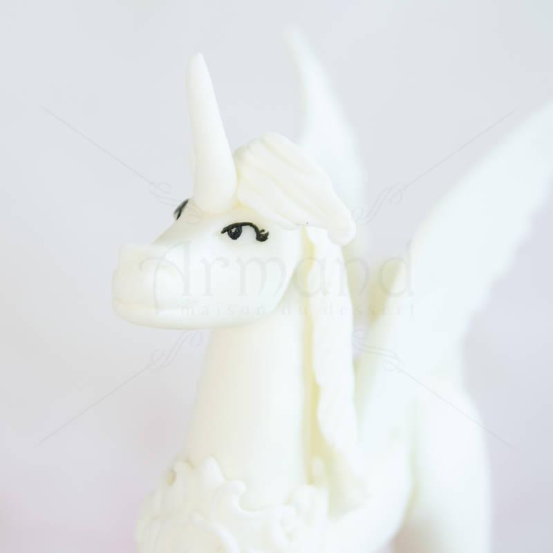 Tort Unicorn alb inaripat