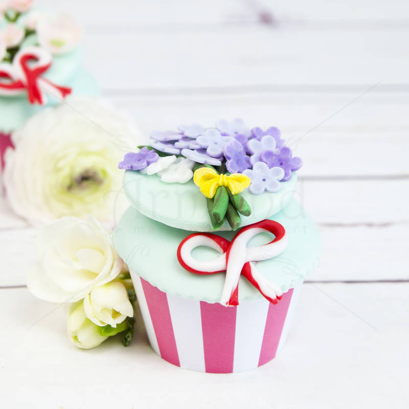 Cupcake primavara Flori Liliac
