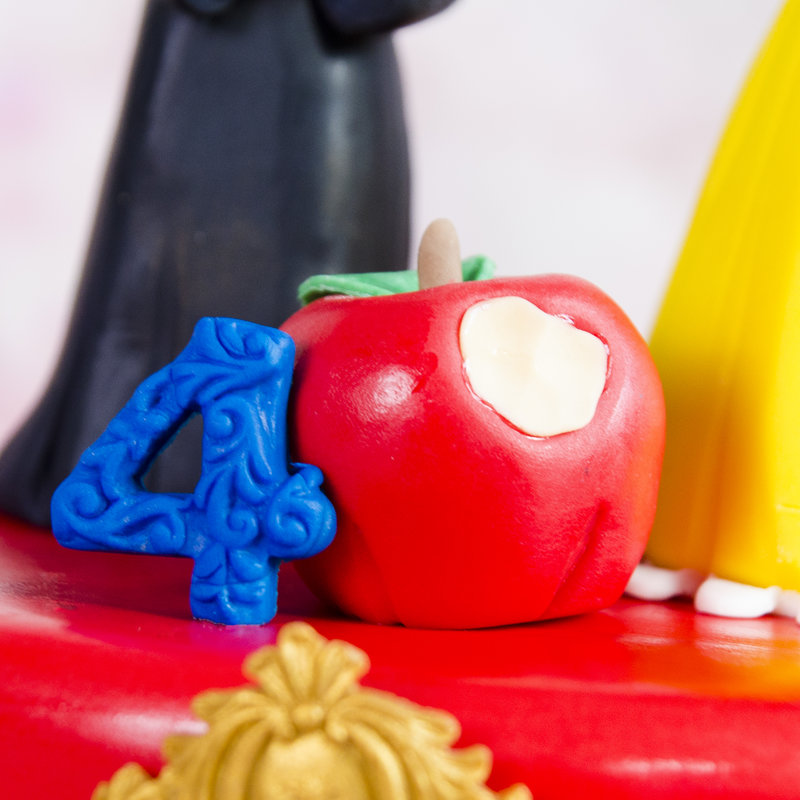 Tort figurine Alba ca Zapada si Vrajitoarea