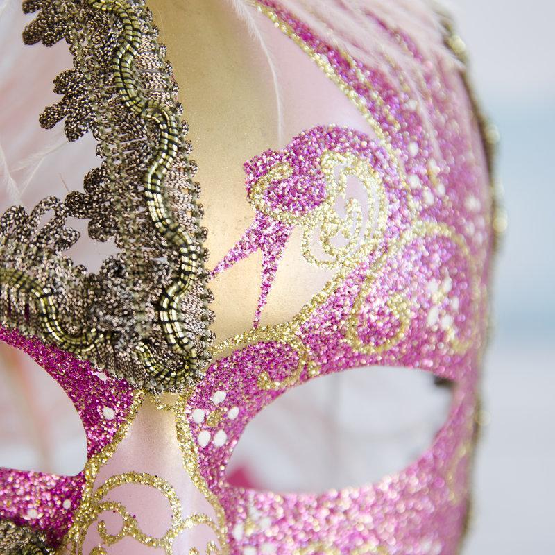 Tort Aniversar Masca Venetiana roz
