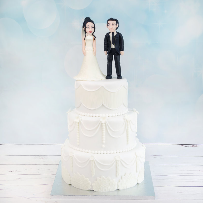 Tort Nunta Alb Pur si Figurine